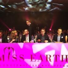 Wolf-Thomas Karl als Jury-Mitglied einer Miss Earth Wahl.